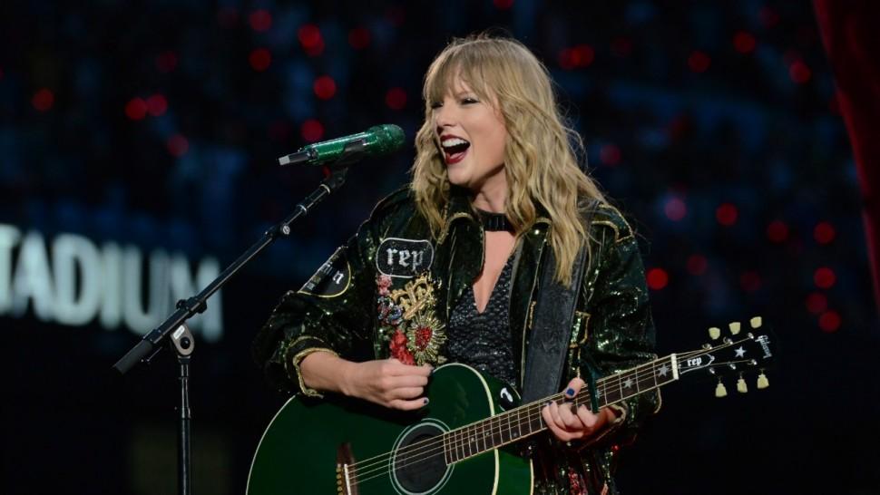"Taylor Swift'in ""Meet & Greet"" Etkinliğinde Evlenme Teklifi Sürprizi!"