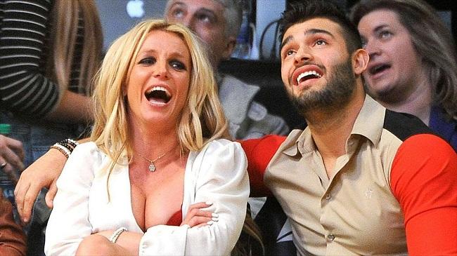 Britney Spears gizlice nişanlandı mı ?