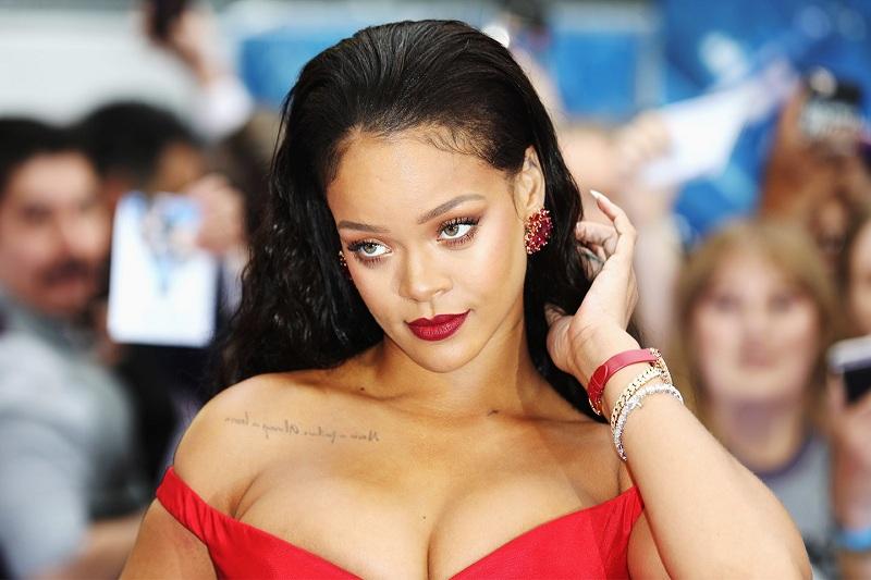 Rihanna satışlarla rekor kırdı