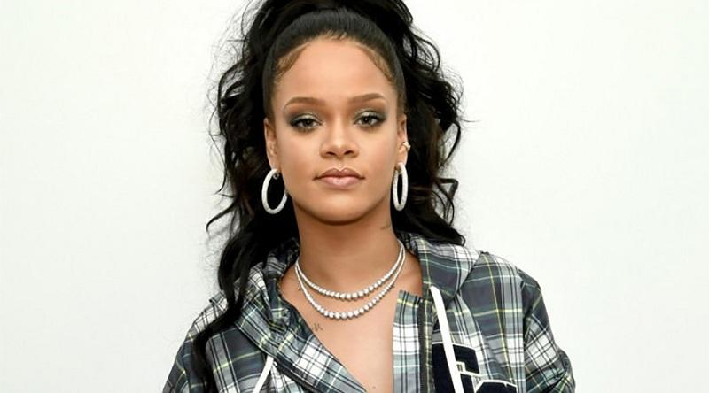 Rihanna moda dergisinde