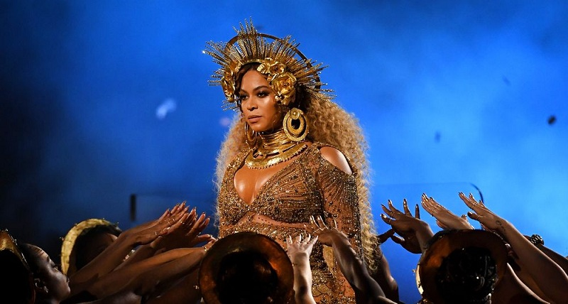 Beyonce yönetmenliğe merak saldı