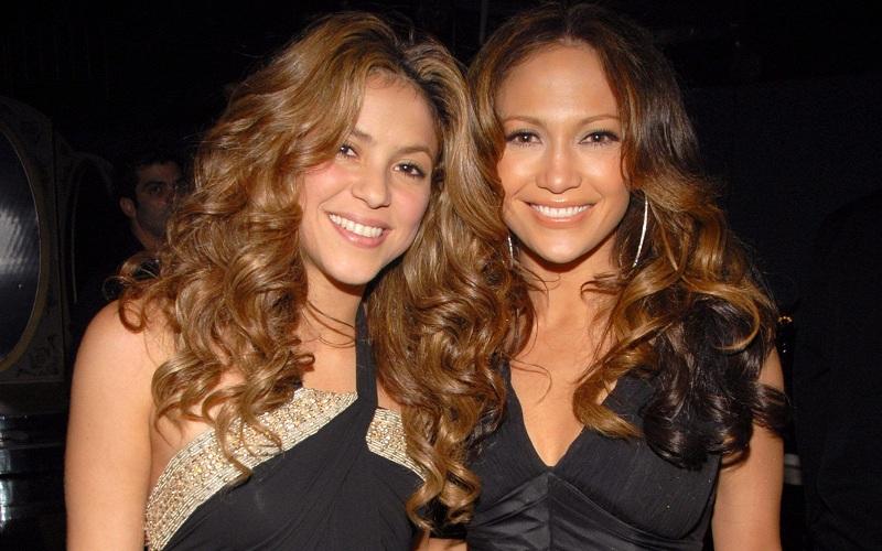 Ünlü iki yıldız Jennifer Lopez ve Shakira aynı sahnede