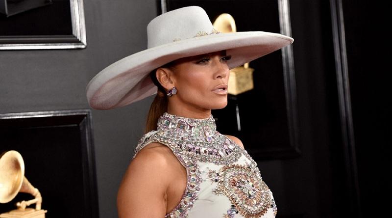 Jennifer Lopez moda dünyasına giriş yapıyor
