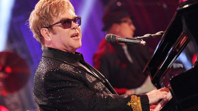 Elton John konseri yarıda bıraktı